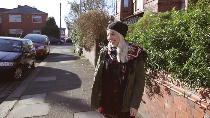 Claire est partie travailler au Royaume-Uni, à Manchester